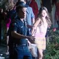 """Làng sao - Eva """"soi"""" 4/7: Selena bị cảnh sát còng tay"""