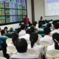 Mua sắm - Giá cả - Chứng khoán: Dòng tiền ùn ùn đổ vào sàn Hà Nội