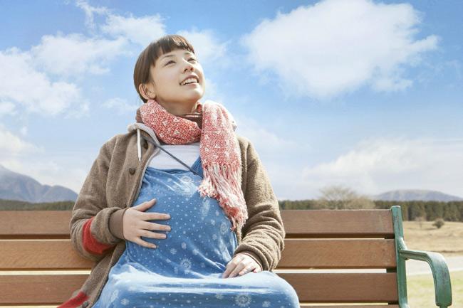 Việc ăn uống trong thời gian mang thai là vô cùng quan trọng bởi chúng ảnh hưởng trực tiếp đến sức khỏe mẹ bầu và sự phát triển của thai nhi. Vì vậy, mẹ bầu nên chọn lọc thực phẩm trước khi ăn. Và để thai kỳ hoàn hào cho đến ngày bé chào đời, mẹ cần hạn chế hoặc tránh những thực phẩm dưới đây vì chúng có thể khiến bạn sảy thai.