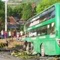 Tin tức - Xe khách tông xe tải, 9 người thương vong