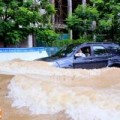 Tin tức - Hà Nội: Mưa lớn kéo dài, nhiều tuyến phố thành sông