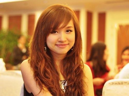 duong tinh lan dan cua nhung hot girl lan san showbiz - 3