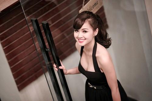 duong tinh lan dan cua nhung hot girl lan san showbiz - 6