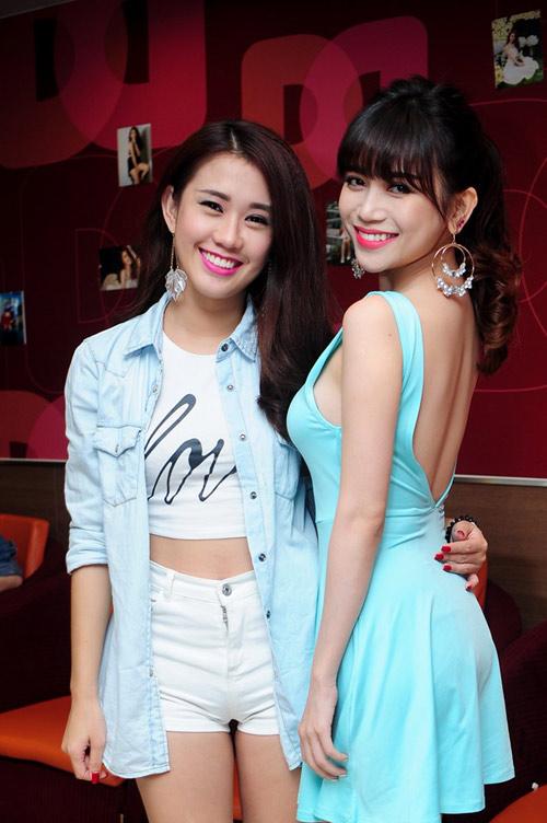 hai hot girl phim 18+ goi cam trong tiec sinh nhat - 10