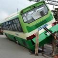 """Tin tức - Xe buýt """"làm xiếc"""" giữa đường, hành khách khóc thét"""