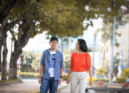 ca si thanh thuy khong muon con theo nghe thuat - 4