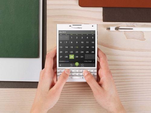 blackberry xac nhan passport phien ban trang ngoc trai - 1