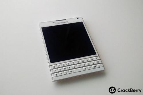 blackberry xac nhan passport phien ban trang ngoc trai - 3