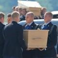 Tin tức - Nhận dạng thi thể đầu tiên của thảm họa MH17