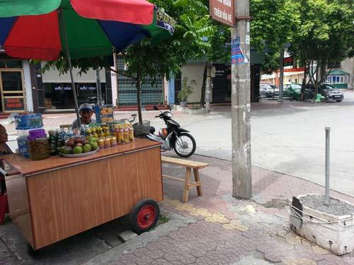 xong vao tru so cuop sung, chia thang cong an bop co - 1