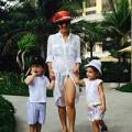 Làng sao - Hồng Nhung trẻ trung đưa hai con đi tắm biển