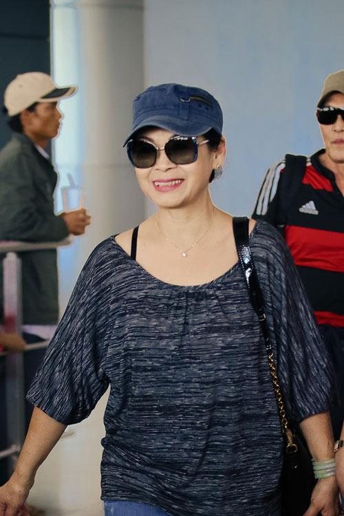 Vợ chồng Khánh Ly gây chú ý ở sân bay - 11