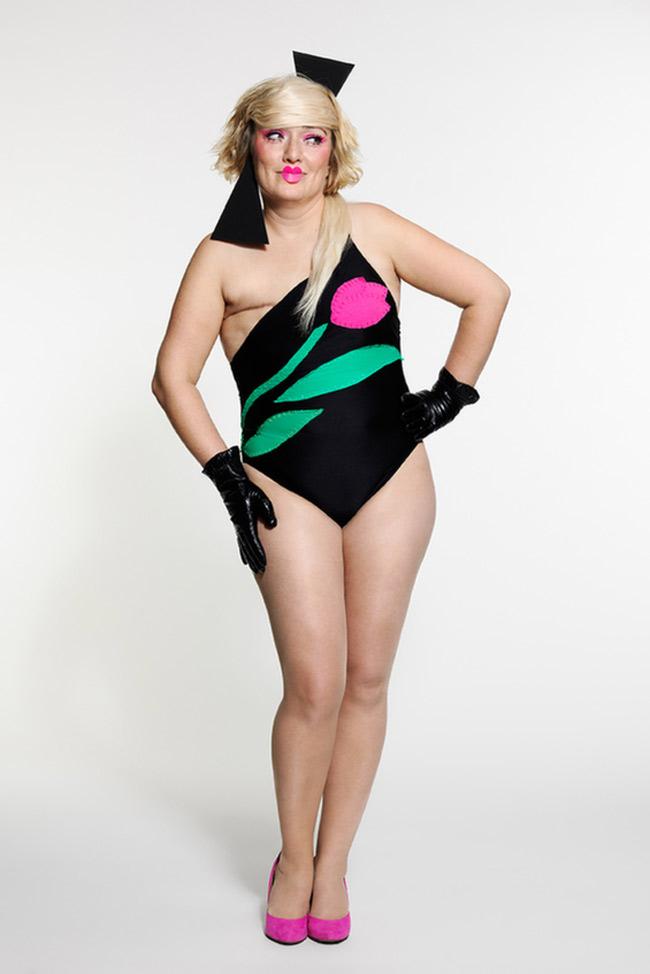 Đã có không ít nhữngdự án nhiếp ảnh nghệ thuậtghi lại chân dung của những bệnh nhân ung thư vú sống sót sau phẫu thuật cắt bỏ ngực. Và những bức ảnh ấy, nói lên được rằng, dù không còn vòng 1 hấp dẫn của phái yếu, phụ nữ vẫn có thể đẹp nếu tự tin.