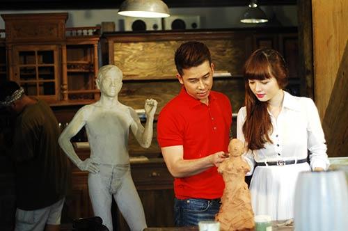 Lê Hoàng toát mồ hôi khi cầu hôn bạn gái hot girl-2
