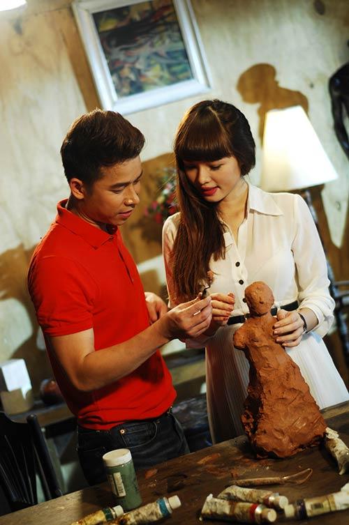Lê Hoàng toát mồ hôi khi cầu hôn bạn gái hot girl-1