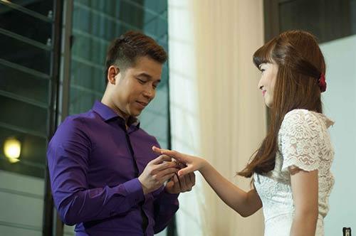 Lê Hoàng toát mồ hôi khi cầu hôn bạn gái hot girl-6