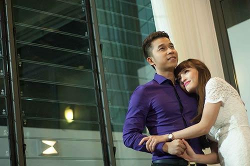 Lê Hoàng toát mồ hôi khi cầu hôn bạn gái hot girl-8