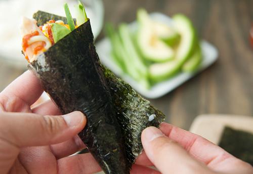 tu lam sushi hinh oc que thom ngon - 12