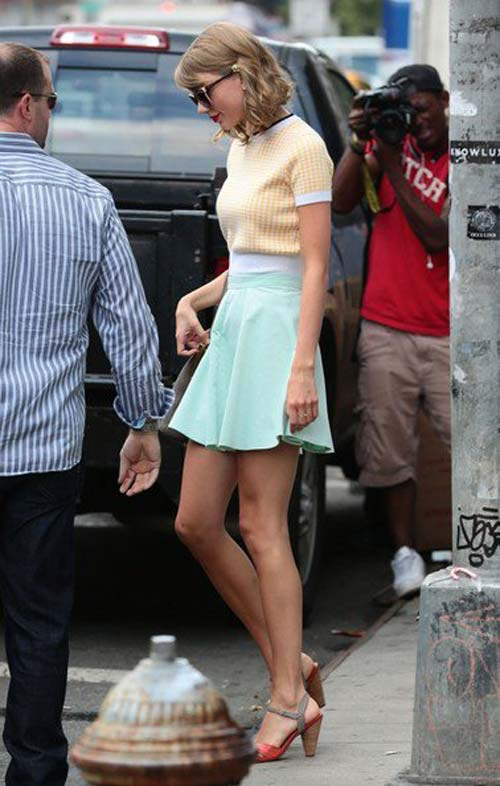 taylor swift khoe eo thon voi ao lung - 12