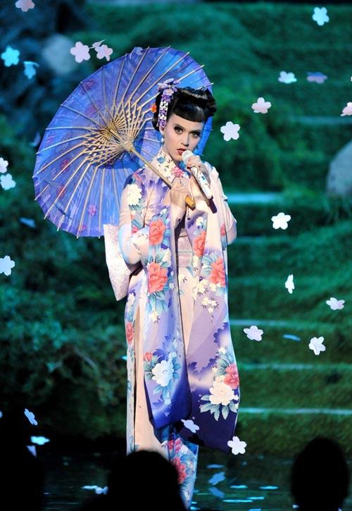 """phai dep viet """"len con sot"""" vi ao kimono - 1"""