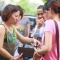 Thời trang - Hà Nội: Tắc đường vì người dân đổ xô mua hàng hiệu trốn thuế