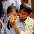Tin tức - Xúc động trẻ rửa chân cho cha mẹ trong lễ Vu Lan