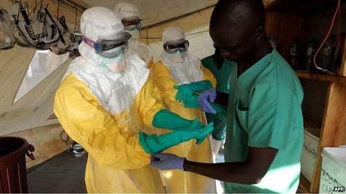 ngan ebola lay lan, tay phi doi mat voi nan doi - 2