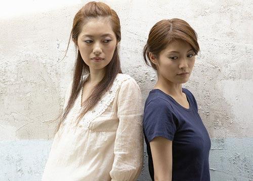 'tri' ba chi chong 'an khong noi co' - 3