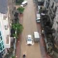 Tin tức - Hàng loạt tuyến phố ở Hà Nội tê liệt vì ngập nặng, ùn tắc