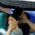 Tin tức - Hàng trăm người đội mưa nộp hồ sơ thi công chức