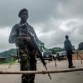 Tin tức - Tây Phi: Đối phó Ebola bằng hàng rào, súng đạn