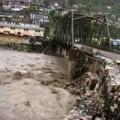 Tin tức - Ấn Độ: Lũ cuốn phăng hàng trăm ngôi nhà, 109 người chết