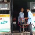 Tin tức - Clip: Thủ đoạn ăn cắp mới của nhân viên cây xăng