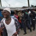 """Tin tức - """"Tâm bão"""" Ebola: Dân tấn công, cướp đồ bệnh nhân"""