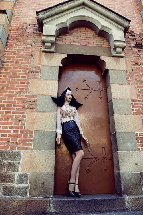 "ntk viet ""cham"" san dien london fashion week - 3"