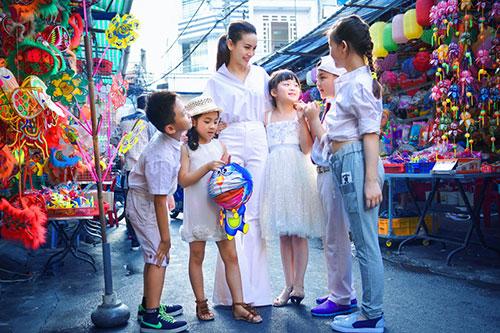 Yến Trang đón trung thu sớm cùng học trò cưng-1
