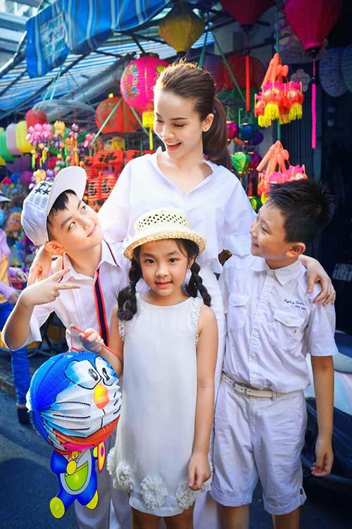 Yến Trang đón trung thu sớm cùng học trò cưng-4