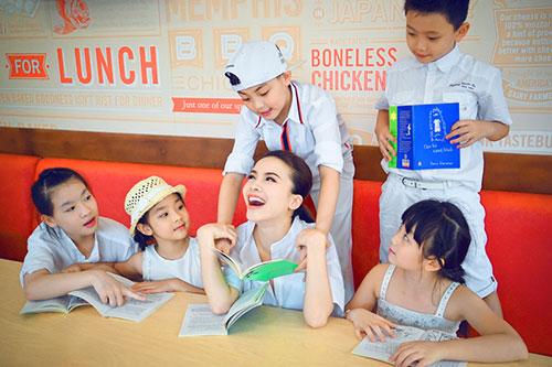 Yến Trang đón trung thu sớm cùng học trò cưng-8