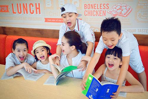 Yến Trang đón trung thu sớm cùng học trò cưng-9