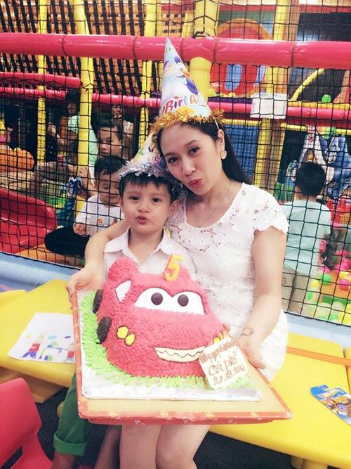 Con trai Thanh Thúy hạnh phúc đón tuổi thứ 5-8