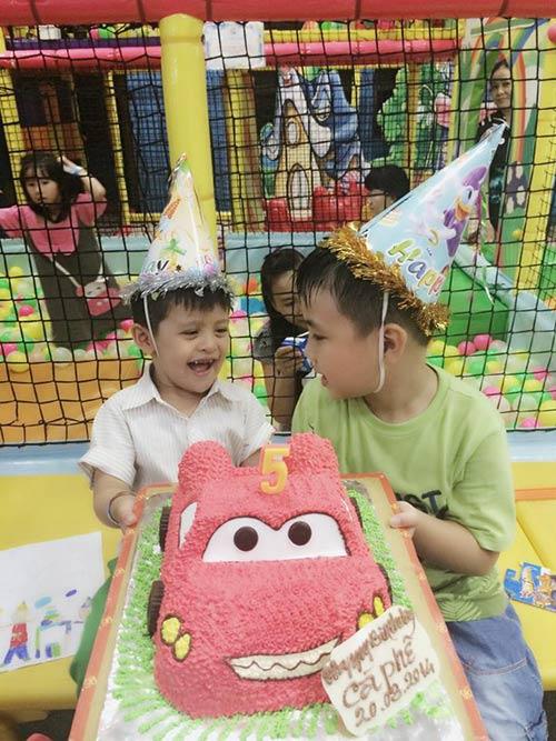 Con trai Thanh Thúy hạnh phúc đón tuổi thứ 5-7