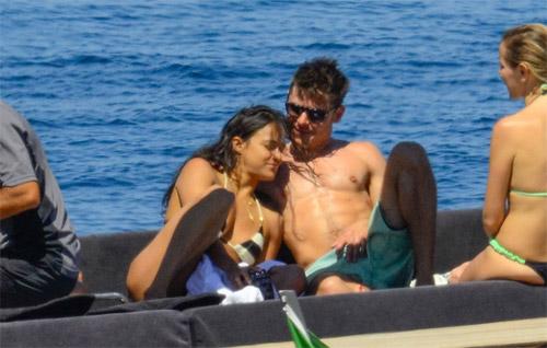 """Eva """"soi"""" 21/8: Brad Pitt gò bó khi sống cùng Angie?-10"""