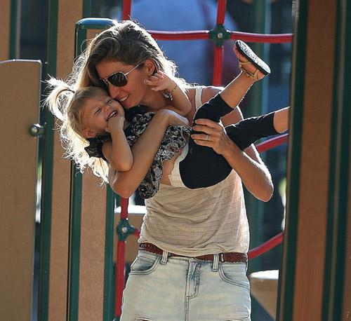 """Eva """"soi"""" 21/8: Brad Pitt gò bó khi sống cùng Angie?-11"""