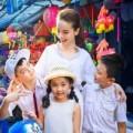 Làng sao - Yến Trang đón trung thu sớm cùng học trò cưng