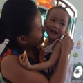 Tin tức - Bé gái 'có giòi' vui vẻ khi rời chùa Bồ Đề