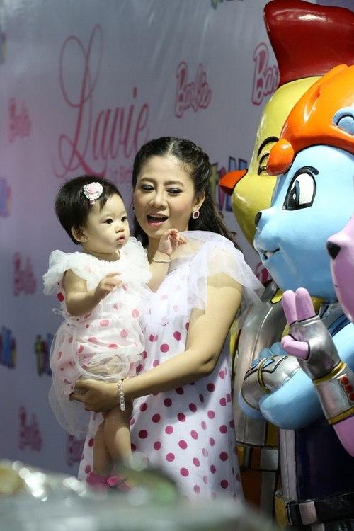 Ốc Thanh Vân làm mẹ nuôi con gái Mai Phương-2