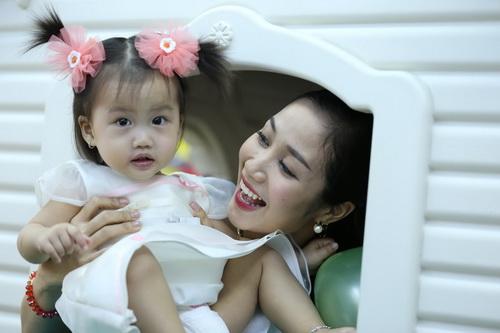 Ốc Thanh Vân làm mẹ nuôi con gái Mai Phương-8