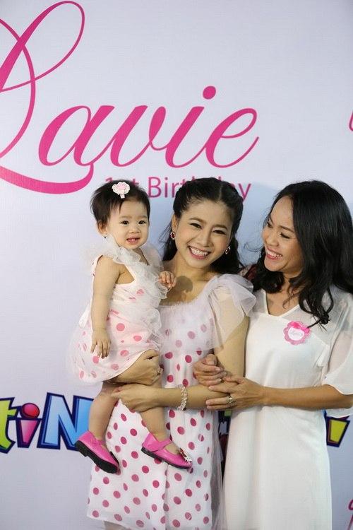 Ốc Thanh Vân làm mẹ nuôi con gái Mai Phương-9