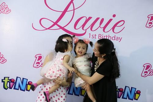 Ốc Thanh Vân làm mẹ nuôi con gái Mai Phương-13