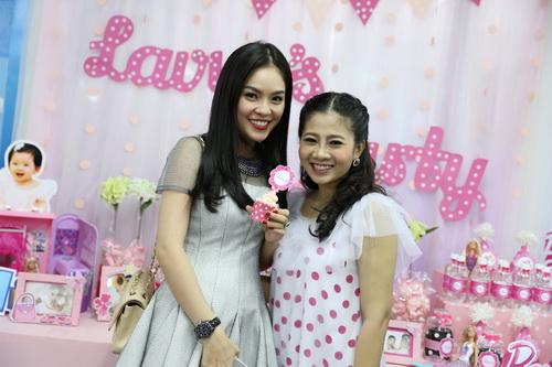 Ốc Thanh Vân làm mẹ nuôi con gái Mai Phương-16